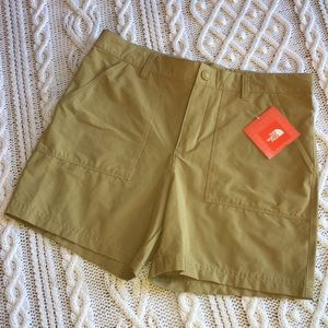 NWT The North Face Hiking Shorts Sz 18 Adjustable